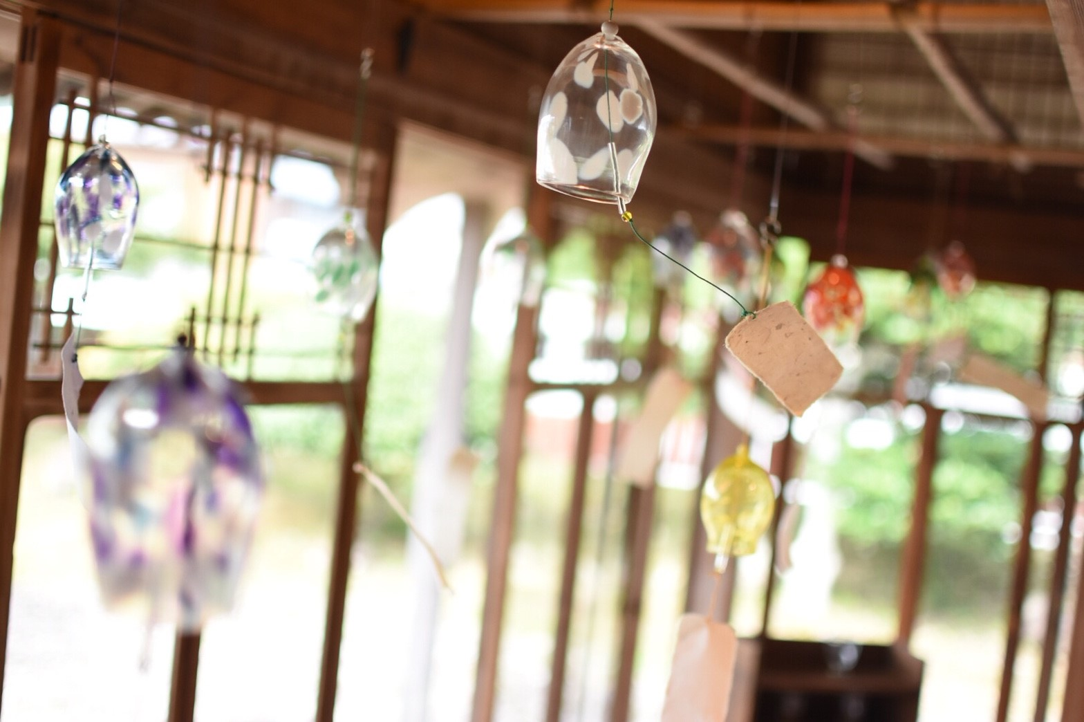 風鈴と中庭の風情溢れる古民家カフェでゆったりと。「古民家カフェ 半平」