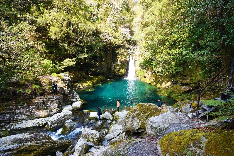 【にこ淵】高知が誇る真のパワースポット。これぞ仁淀ブルー。秘境の滝
