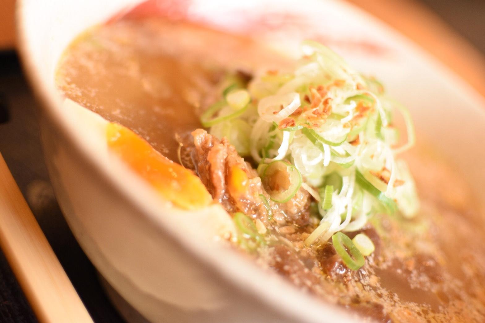 土佐ジローを使った、こだわりのスープで頂く贅沢な一杯。「拉麺食工房 まる家」