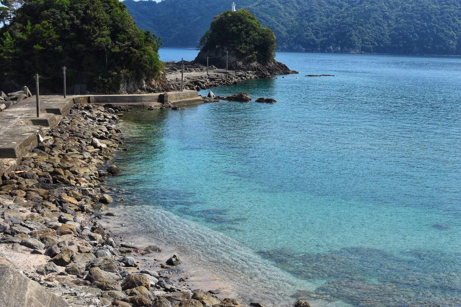 透き通る大海原、コバルトブルーが広がる神秘的な島「双名島」