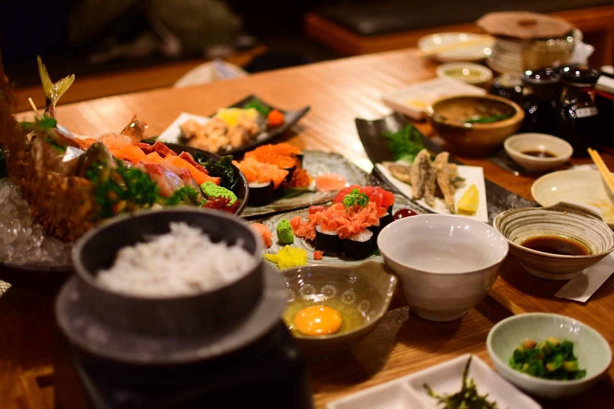 【活魚 漁ま】新鮮な魚をリアルタイムで?!ディナーを楽しむなら絶対ここ