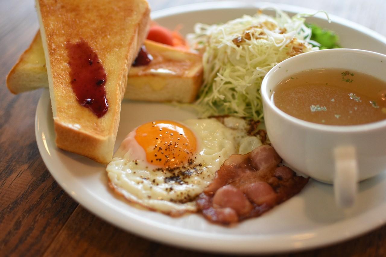 【マナマナ】ハワイアンな海辺カフェで朝活モーニング!