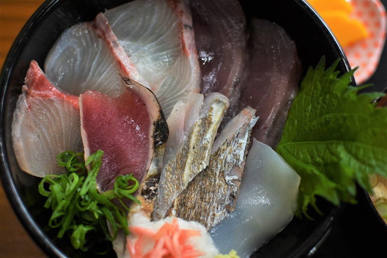 【山本鮮魚店】高知が誇る漁師町!大正市場の豪華海鮮丼。