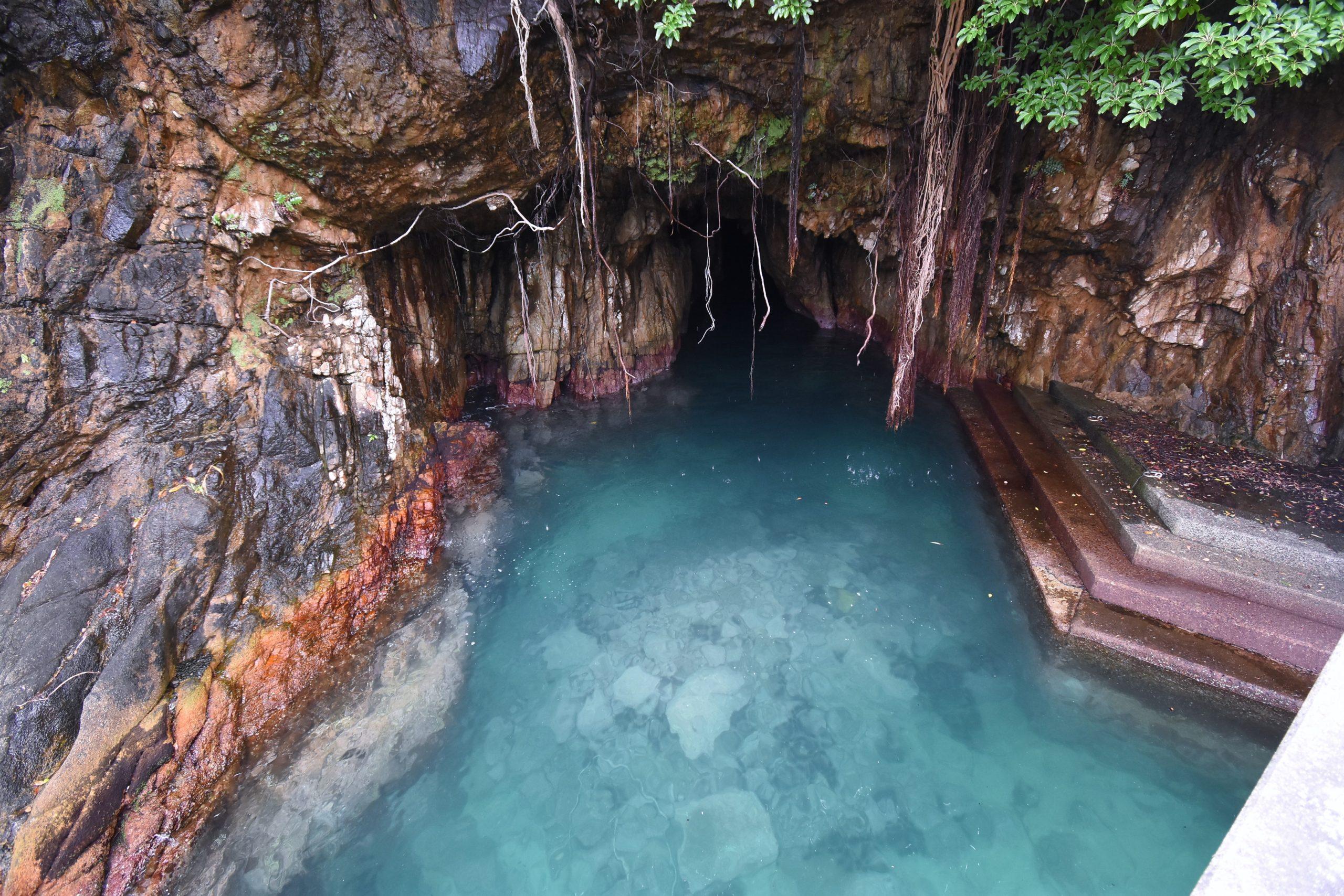 【松尾漁港】絶対行きたい。清水の穴場スポット!神秘なる青の洞窟